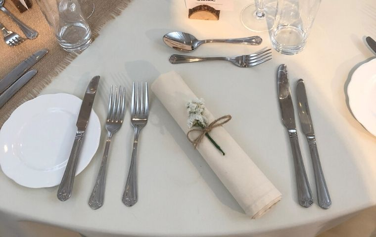 What To Expect From Food Caterers On Your Wedding Day